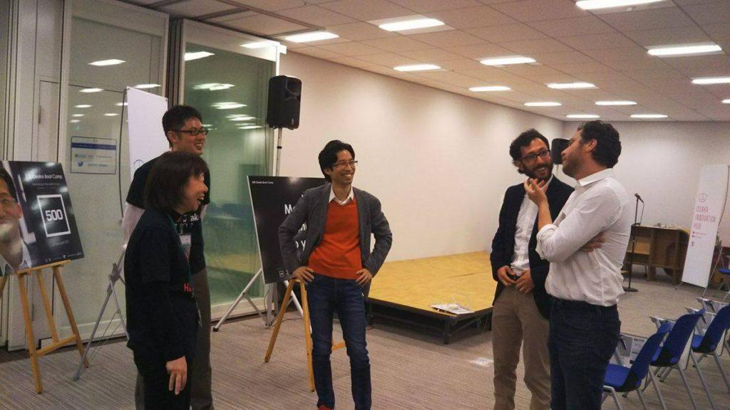 500Osakaメンターと大阪市職員が輪になってざっくばらんに話す